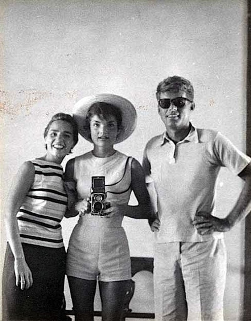Jackie Kennedy with Ethel Kennedy and John F. Kennedy in 195