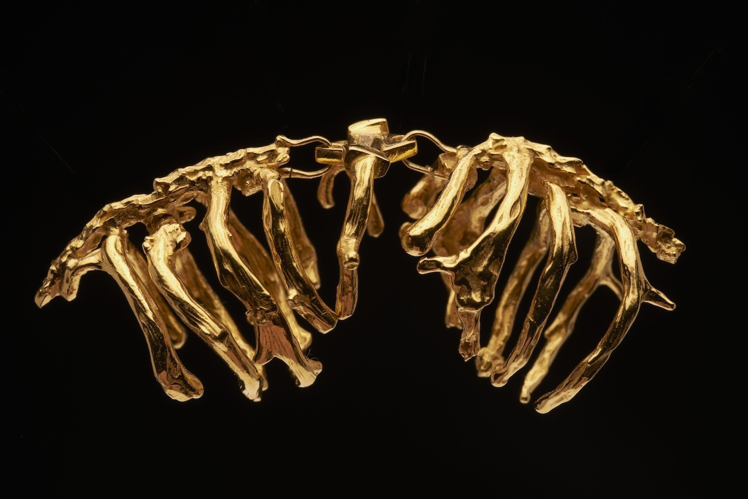 Double ribcage ring by Noemi Klein