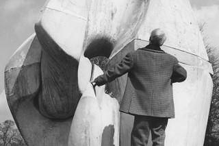 Henry Moore with the fibreglass Locking Piece 1963