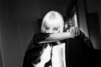 Helmut Newton, Blonde and TV Hotel Gallia, Milan, 2002