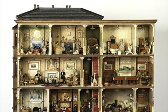 Miss Amy Miles's dolls house, 1890