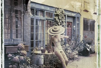 '4pm in London' in Philip Treacy and Cadolle (2009)