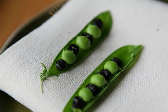 Fresh peas with truffle oil