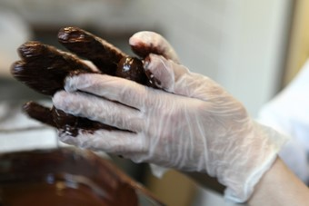 Making chocolate by hand at Melt