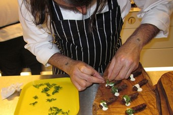 Nuno Mendes prepares carrots rolled in breadcrumbs with hors