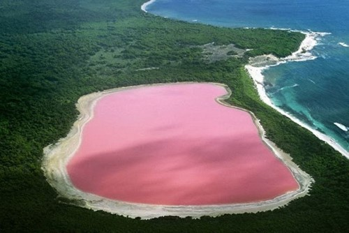 Lake-Hillier-aerial-view