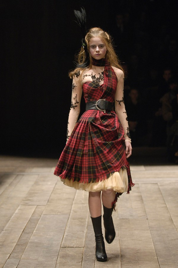 Alexander McQueen, Widows of Culloden, Autumn/Winter 2006-20