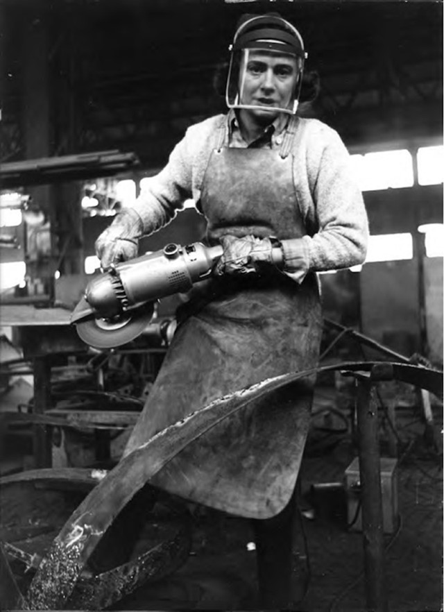 Beverly Pepper in her workshop