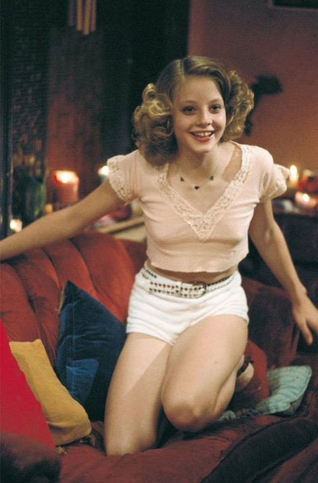 behind-the-scenes-jodie-foster-on-the-set-of-taxi-