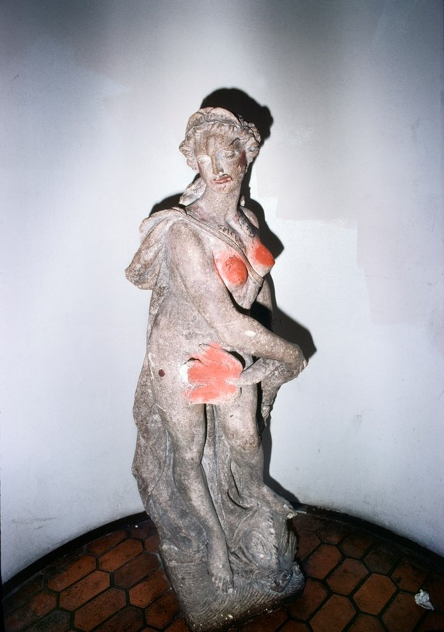 008_Statue_with_pink_paint_at_Mabuhay_Gardens_1978
