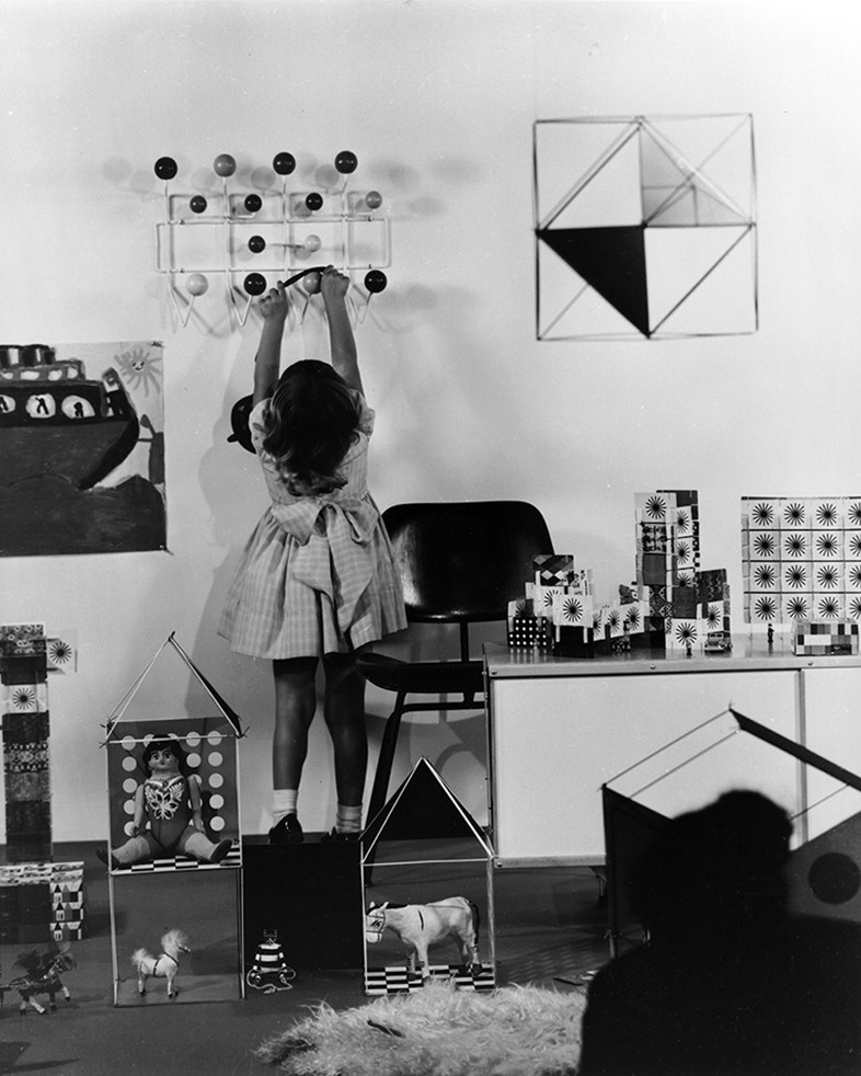 A child's room with the Hang it all, 1950