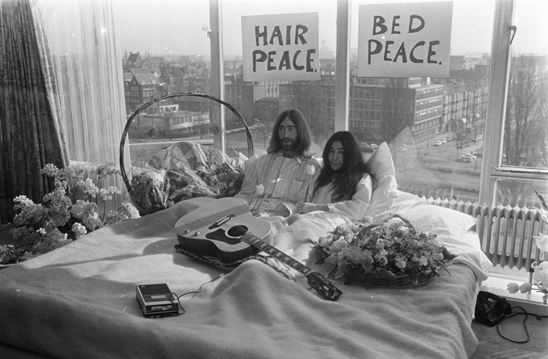 Bed-In_for_Peace,_Amsterdam_1969_-_John_Lennon_&_Y