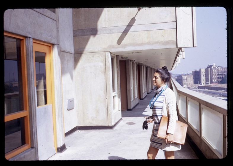 16. Deck of Robin Hood Gardens with Alison Smithso
