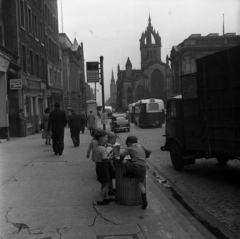 Kids playing on the Royal Mile, 1954