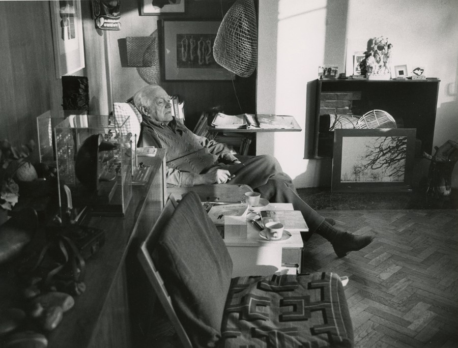 Andre Kertesz, Henry Moore seated in living room,
