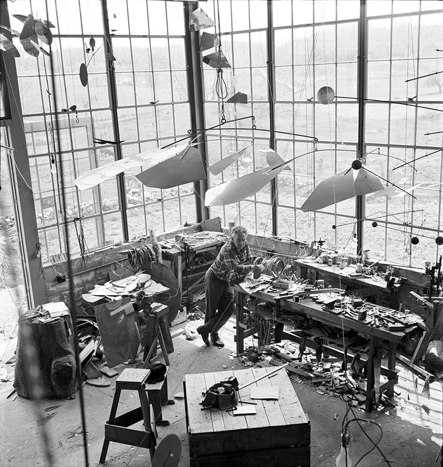Alexander-Calder-in-his-Roxbury-studio,-1941