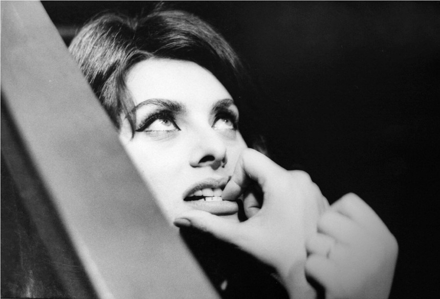 Giancarlo-Botti,-Sophia-Loren-in-a-Dramatic-Moment